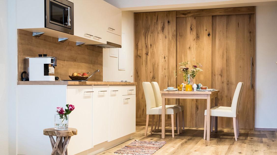 mini family apart stubai. Black Bedroom Furniture Sets. Home Design Ideas